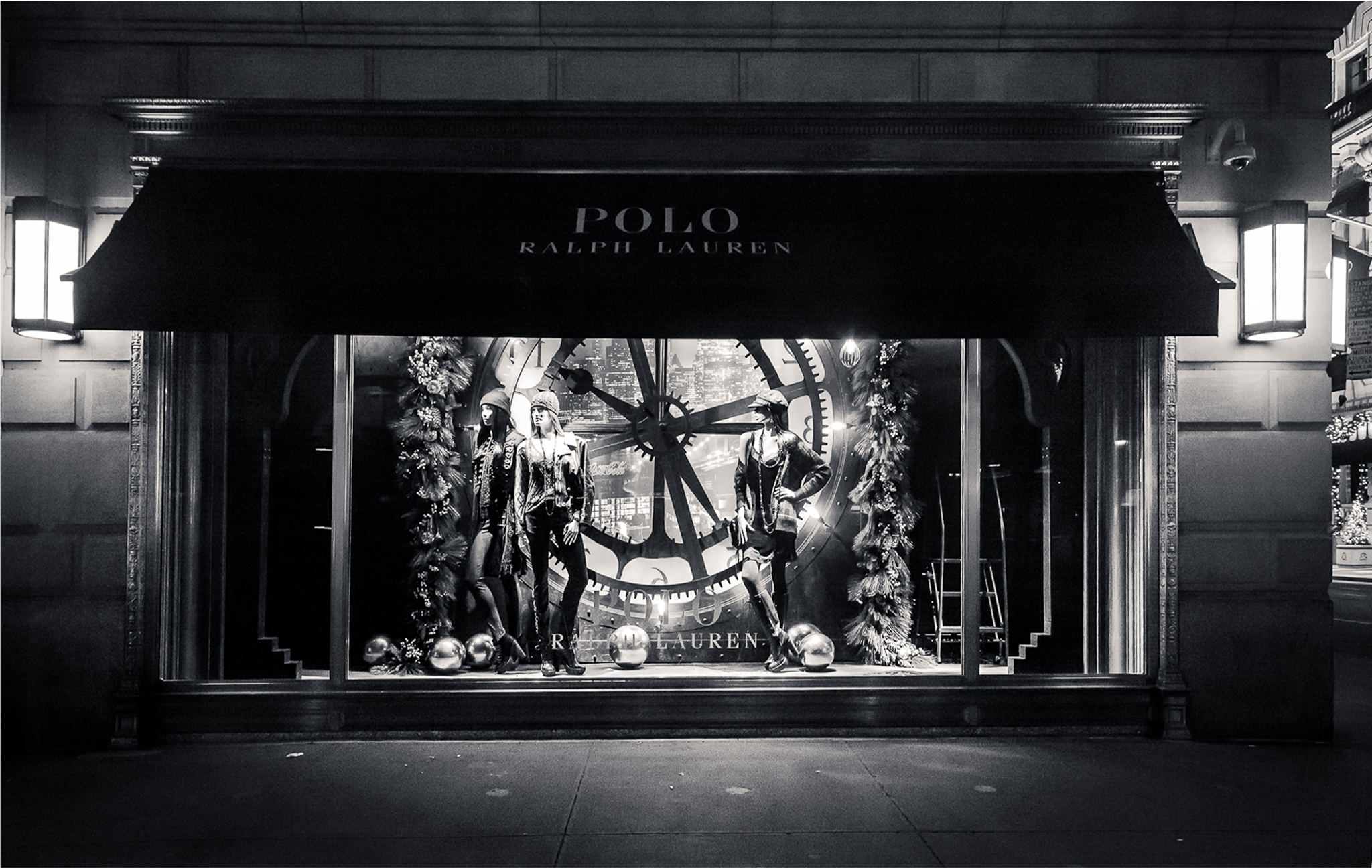 112314 strolling fifth avenue after midnight 0499 a for Ralph lauren 5th ave nyc